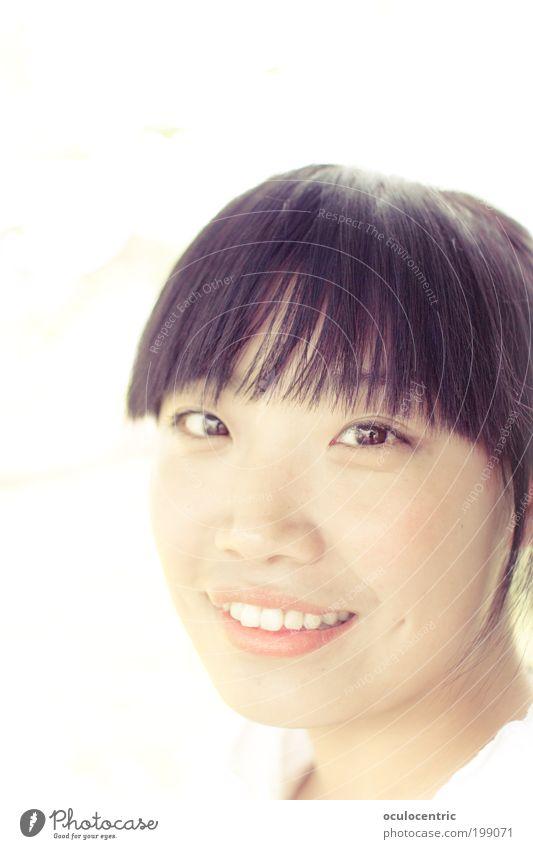 strahl mich an elegant schön Haare & Frisuren Haut Gesicht Mensch feminin Junge Frau Jugendliche Kopf 1 18-30 Jahre Erwachsene schwarzhaarig Pony Lächeln