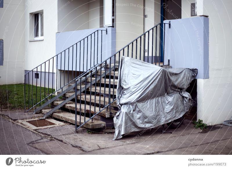 [HAL] Unter Schutz gestellt Lifestyle Design Freizeit & Hobby Häusliches Leben Umwelt Stadt Architektur Mauer Wand Treppe Fassade Wege & Pfade Motorrad