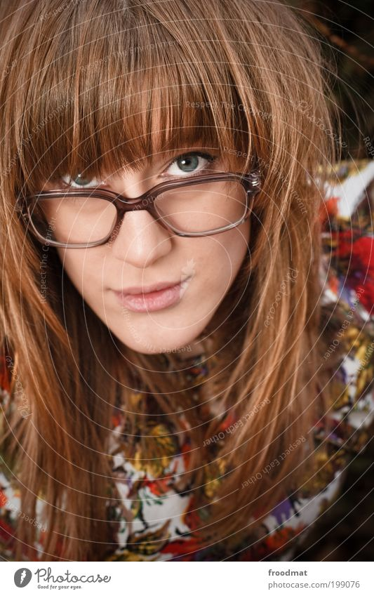 brille f.... Mensch feminin Junge Frau Jugendliche Erwachsene Accessoire Brille blond langhaarig Pony Lächeln trendy schön nerdig niedlich trashig selbstbewußt
