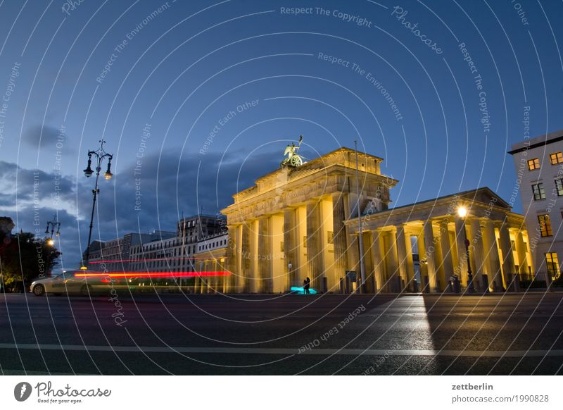 Brandenburger Tor Berlin Denkmal Deutschland Dynamik Hauptstadt Leuchtspur Lichtmalerei Lightshow Ferien & Urlaub & Reisen Reisefotografie Scheinwerfer