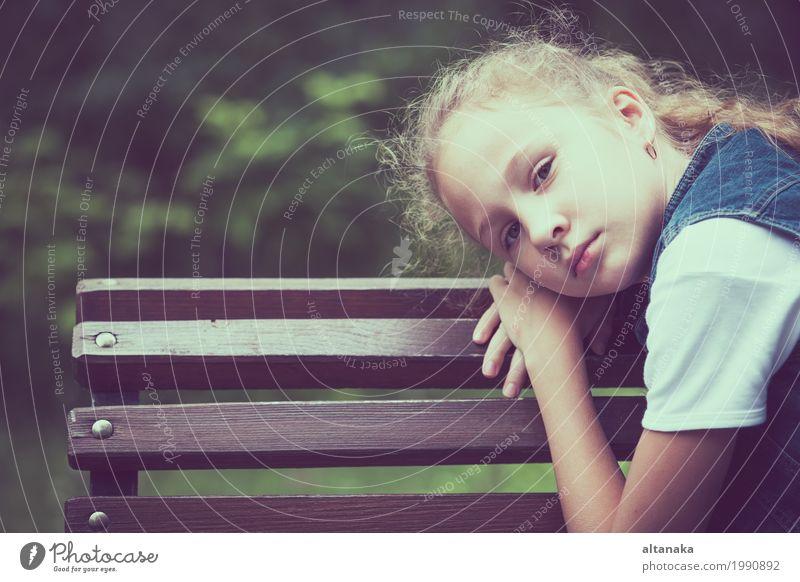 Portrait des traurigen jugendlich Mädchens Gesicht Kind Mensch Frau Erwachsene Schwester Familie & Verwandtschaft Kindheit Jugendliche Liebe Traurigkeit Gefühle