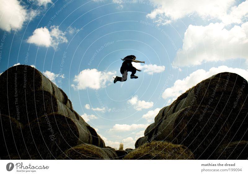 MATRIX - ... FREE YOUR MIND ... Mensch Himmel Natur Jugendliche Pflanze Sommer Wolken Erwachsene Umwelt Landschaft springen Stil Feld Freizeit & Hobby fliegen