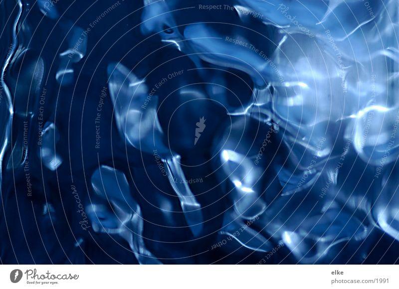 Glasgeflüster blau Makroaufnahme abstrakt Glasbaustein