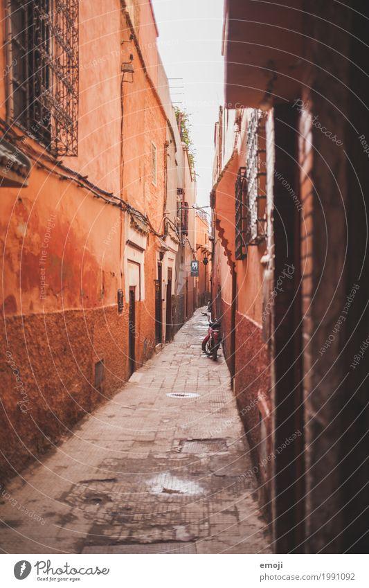 Marrakech Stadt Haus Mauer Wand Fassade Gasse Marrakesch alt rot Farbfoto Außenaufnahme Menschenleer Tag Totale