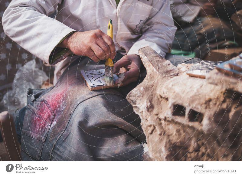 Handwerk Arbeit & Erwerbstätigkeit Handwerker Anstreicher Arbeitsplatz Dekoration & Verzierung Pinsel Kunst Tradition Farbfoto Innenaufnahme Detailaufnahme Tag