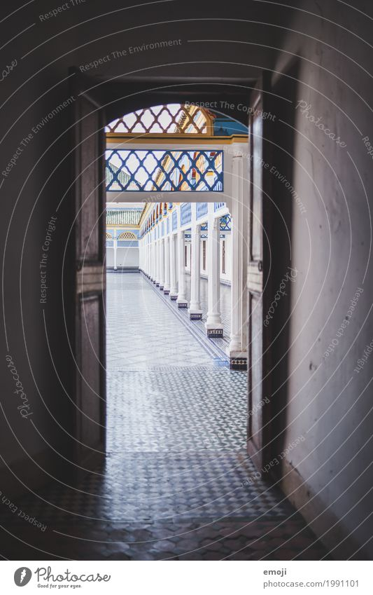 Palast Haus Tür Sehenswürdigkeit Wahrzeichen Denkmal außergewöhnlich blau Marokko Marrakesch Farbfoto Außenaufnahme Innenaufnahme Menschenleer Tag Gegenlicht