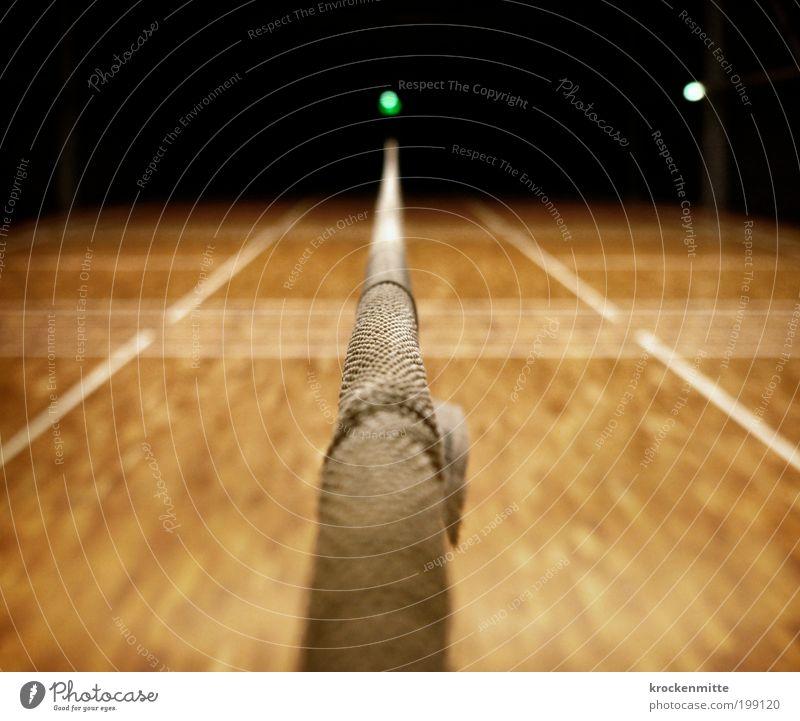 Das letzte Spiel des Abends Sport Linie Beleuchtung Freizeit & Hobby Schilder & Markierungen Netz Mitte Spielfeld Trennung Holzfußboden neutral Sporthalle