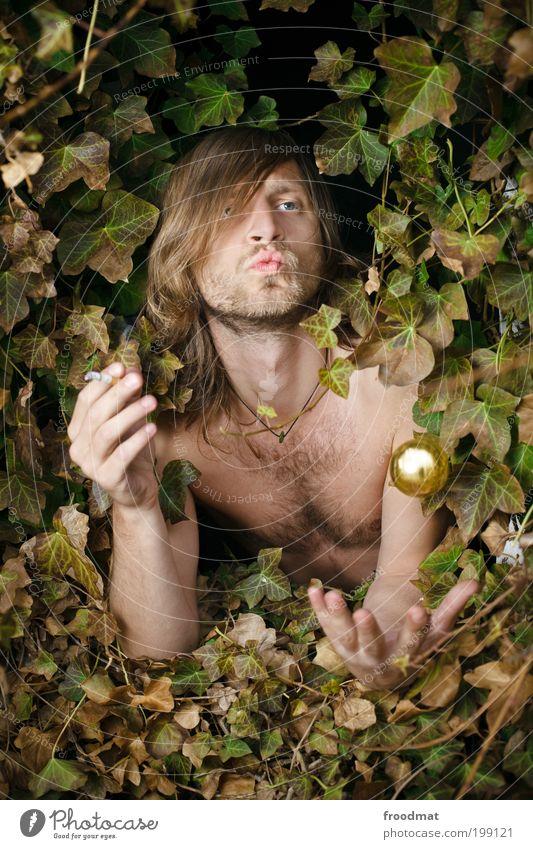 froschkönig Mensch Jugendliche Pflanze nackt Spielen träumen Landschaft lustig maskulin Gold Coolness Macht Rauchen trashig Langeweile
