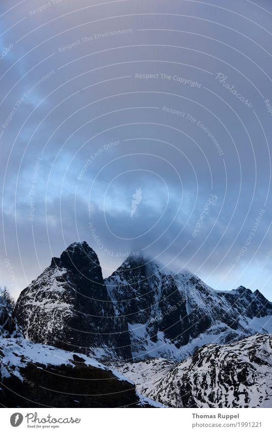 Lofoten Himmel Natur Ferien & Urlaub & Reisen blau weiß Landschaft Wolken Winter Berge u. Gebirge Tourismus grau Ausflug Europa Abenteuer Gipfel Norwegen