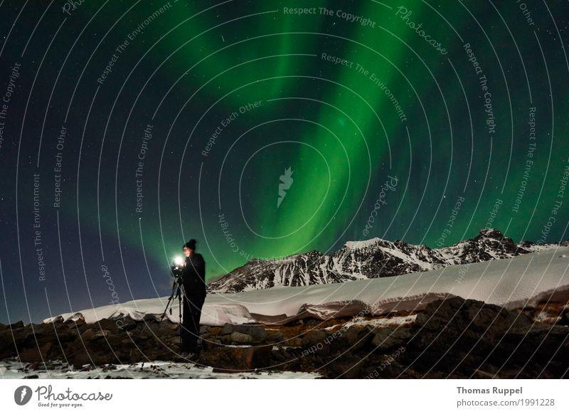 Nordlichter fotografieren Mensch Frau Himmel Natur Ferien & Urlaub & Reisen blau grün weiß Landschaft Winter Berge u. Gebirge Erwachsene Schnee feminin braun