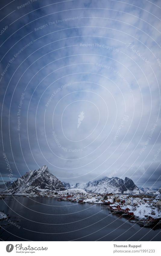 Himmel und etwas von den Lofoten Natur Ferien & Urlaub & Reisen blau weiß Meer Wolken Ferne Winter Berge u. Gebirge schwarz Umwelt Schnee Freiheit Tourismus