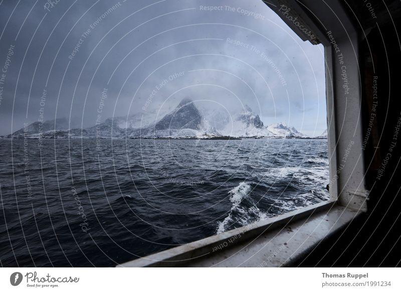 Auf dem Weg zu den Lofoten Himmel Natur Ferien & Urlaub & Reisen blau Wasser weiß Landschaft Wolken Ferne Winter Berge u. Gebirge schwarz Schnee Küste Freiheit