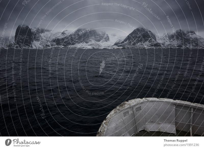 Schiffsfahrt zu den Lofoten Himmel Natur Ferien & Urlaub & Reisen weiß Meer Ferne Winter Berge u. Gebirge schwarz Umwelt Küste Schnee Freiheit Tourismus grau