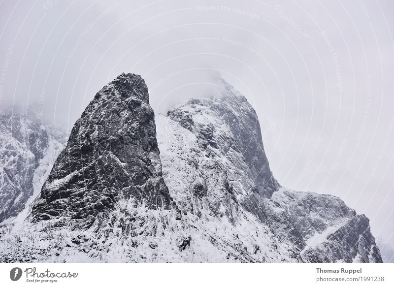 Berggipfel mit Schnee und Wolken Freizeit & Hobby Ferien & Urlaub & Reisen Tourismus Ausflug Abenteuer Freiheit Winter Winterurlaub Berge u. Gebirge Natur