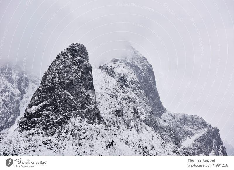 Berggipfel mit Schnee und Wolken Himmel Natur Ferien & Urlaub & Reisen weiß Landschaft Winter Berge u. Gebirge schwarz Freiheit Tourismus grau Freizeit & Hobby