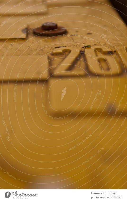 260 und ein bisschen drüber alt Wasser ruhig gelb See Angst dreckig Ziffern & Zahlen Falte Gelassenheit Rost geduldig Schraube Messinstrument messen Hochwasser