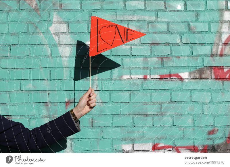 Liebe und ihre Schattenseite. Mensch Jugendliche Junge Frau Hand rot Wand Graffiti Gefühle Mauer Fassade Schriftzeichen Arme Herz Romantik Zeichen