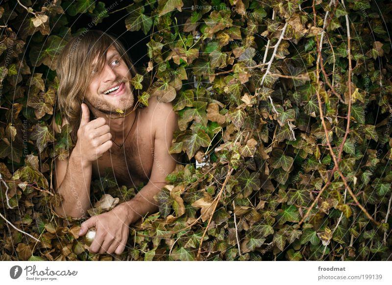 efeurie Mensch maskulin Junger Mann Jugendliche Erwachsene Efeu langhaarig Dreitagebart Brustbehaarung Lächeln leuchten träumen Coolness trashig Glück