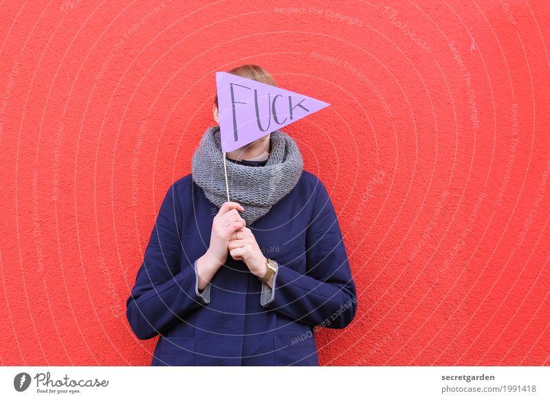 immer diese kraftausdrücke... Mensch Frau Jugendliche blau Junge Frau rot Erwachsene Wand feminin Mauer Schriftzeichen blond Hinweisschild Zeichen Coolness festhalten