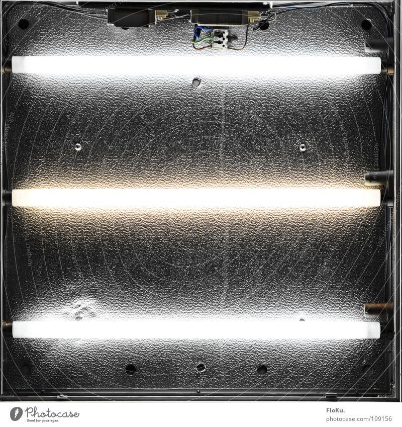 Leuchtkasten ungeschminkt weiß schwarz grau außergewöhnlich Lampe hell Ordnung kaputt Veranstaltung Überraschung Restaurant Bar Werbung trashig silber Kasten