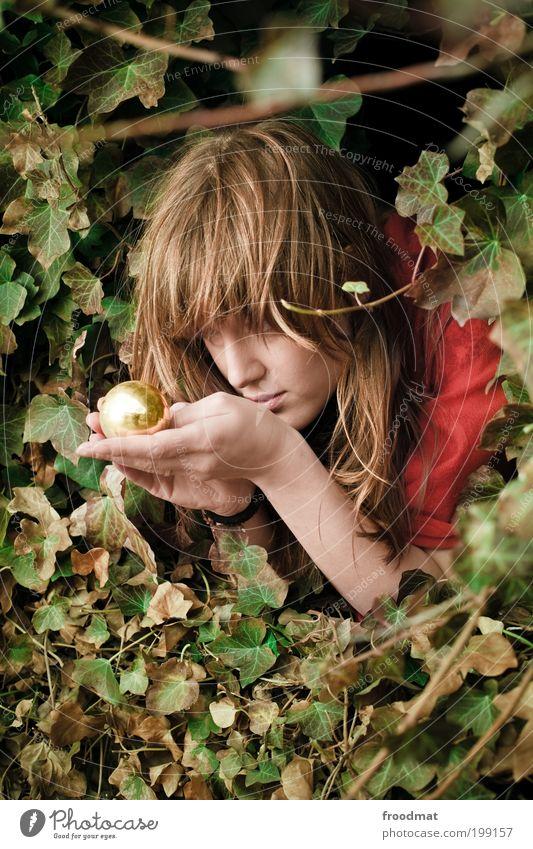 prinzessin Frau Mensch Jugendliche schön Pflanze Erwachsene feminin Gold Zukunft beobachten Kitsch Schutz fantastisch Kugel Wachsamkeit Junge Frau