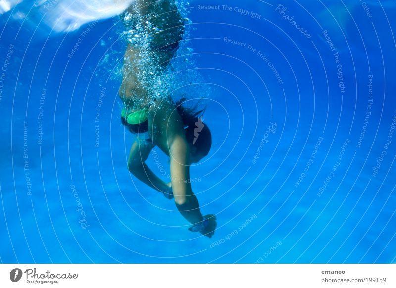 eingetaucht Mensch Jugendliche blau Sonne Ferien & Urlaub & Reisen Meer Sommer Freude feminin kalt Freiheit Wellen Freizeit & Hobby Schwimmen & Baden Ausflug