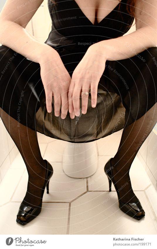 Erotische Sitzung feminin Frau Erwachsene Hand 1 Mensch Mode Bekleidung Kleid Ring Damenschuhe Stein Beton sitzen Erotik schwarz Toilette schwarzes Kleid