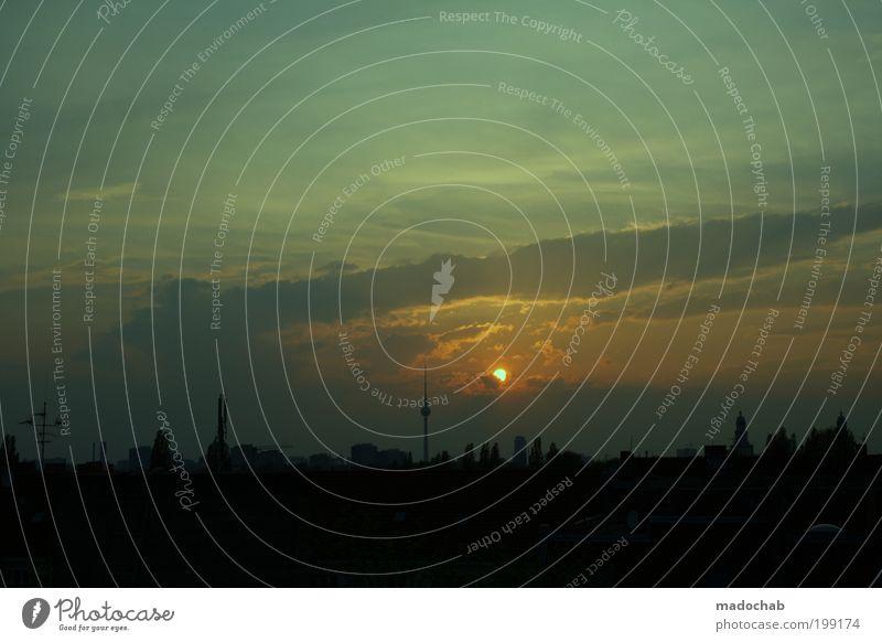 Das Dach der Welt Himmel Nachthimmel Sonnenaufgang Sonnenuntergang Berlin Skyline Schornstein Sehenswürdigkeit Berliner Fernsehturm ästhetisch dunkel