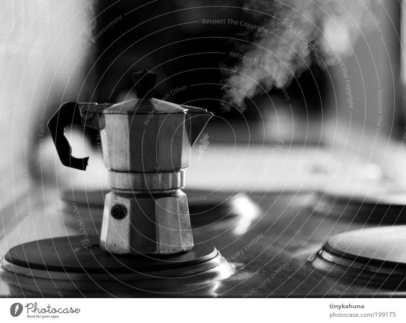 Volldampf! Kaffeetrinken Espresso Wohnung Küche Herd & Backofen Metall warten einfach heiß grau schwarz weiß Vorfreude Müdigkeit genießen Wasserdampf