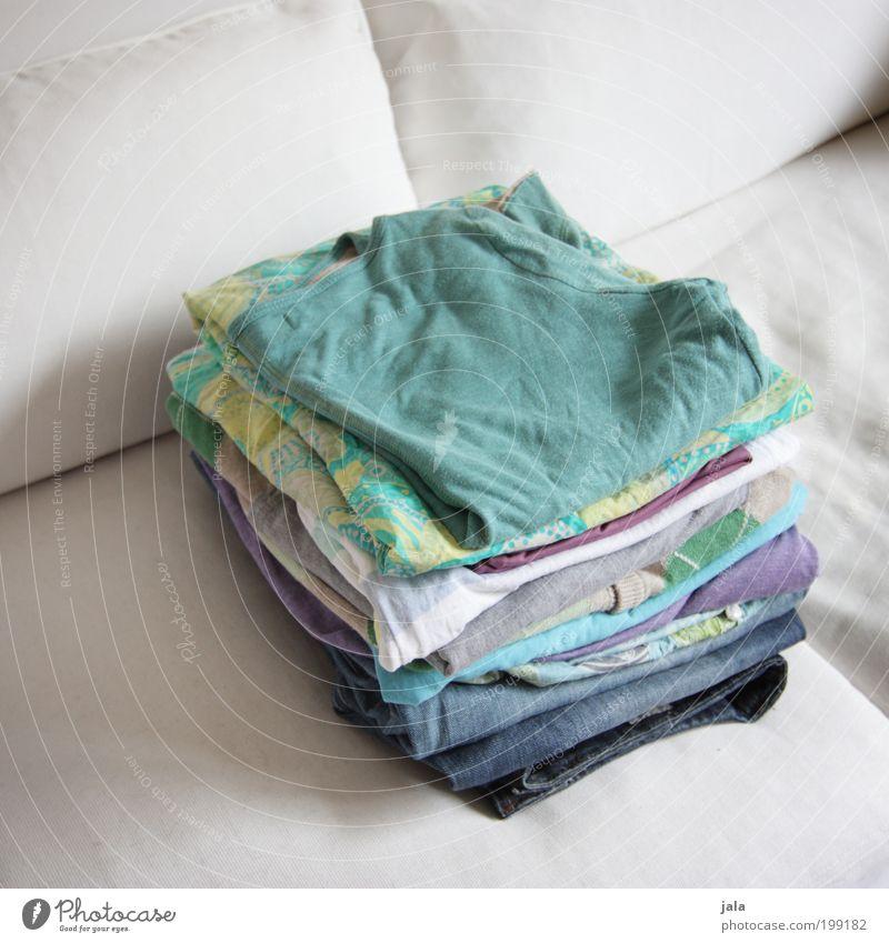 Bügelst du noch - oder lebst du schon... Bekleidung frisch Sauberkeit Sofa Wäsche waschen Stapel Wäsche Textilien bügeln