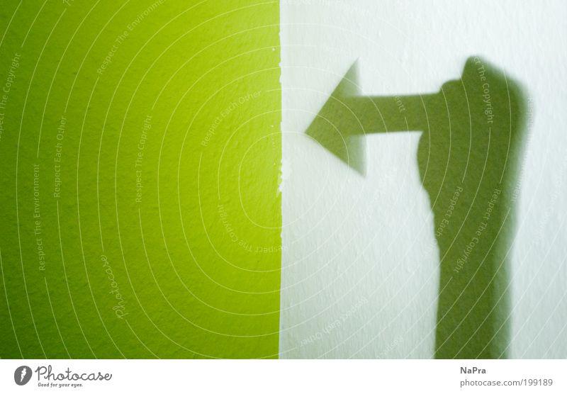 Grüner Pfeil grün weiß gelb Umwelt Wand Mauer Kunst Raum Lifestyle Schilder & Markierungen Energiewirtschaft Design Dekoration & Verzierung Schriftzeichen Hinweisschild Zeichen