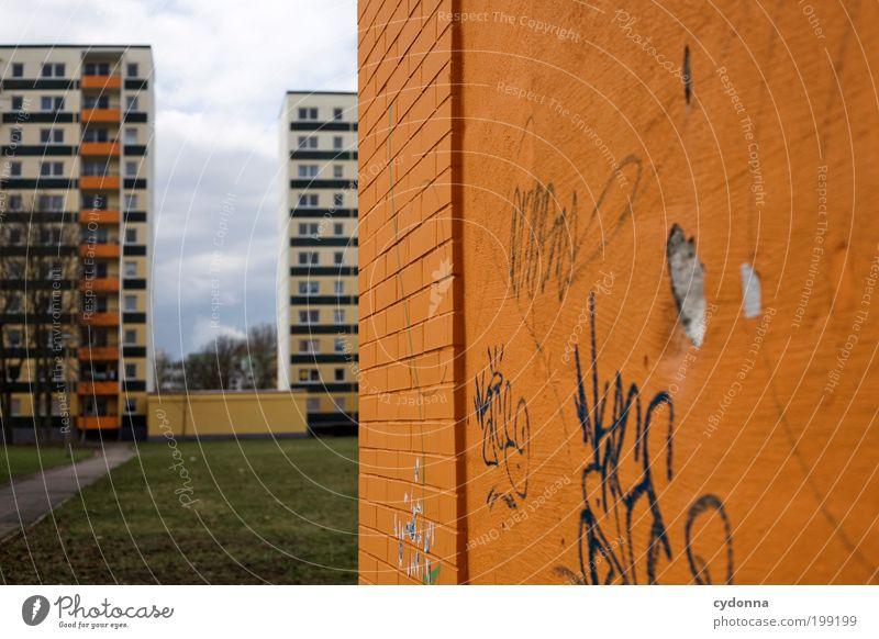 [HAL] Farbabstimmung Lifestyle Stil Design Häusliches Leben Bildung Umwelt Wiese Stadt Haus Architektur Mauer Wand Fassade Graffiti Einsamkeit Frustration