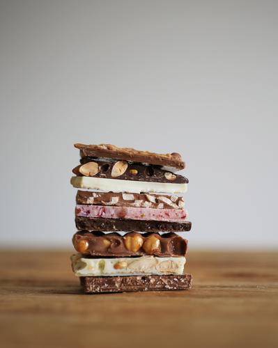 Schoki Lebensmittel Süßwaren Schokolade Ernährung Essen Gefühle lecker Kalorie Kalorienreich süß Appetit & Hunger Nuss verführerisch Diät Foodfotografie