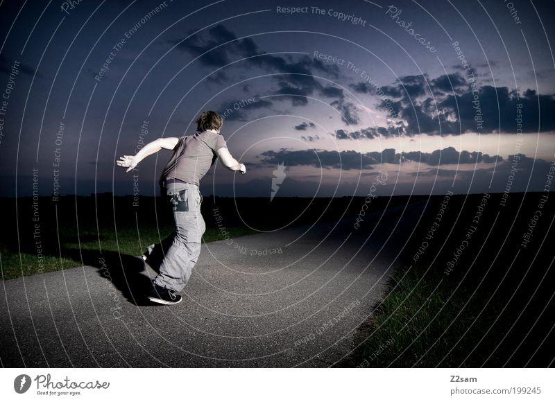 Lauf Forrest, lauf! Mensch Jugendliche grün Wolken Ferne Straße Wiese dunkel Umwelt Landschaft Erwachsene Bewegung Erde Feld Freizeit & Hobby Angst