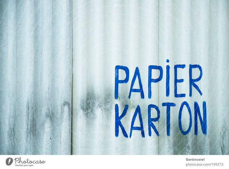 Recycling Industrieanlage Fabrik Bauwerk Mauer Wand Fassade Schriftzeichen Schilder & Markierungen Hinweisschild Warnschild blau Papier Karton Wellblechwand alt