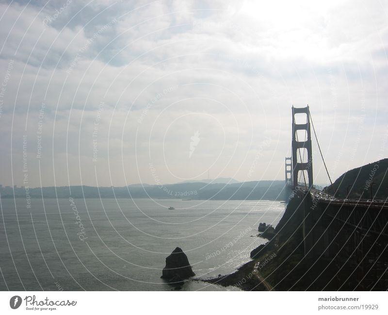 san_francisco_03 Meer Ferne Küste Felsen Brücke USA Aussicht Reisefotografie Autobahn Kalifornien Wolkenhimmel San Francisco Urlaubsfoto Hängebrücke Golden Gate Bridge Westküste