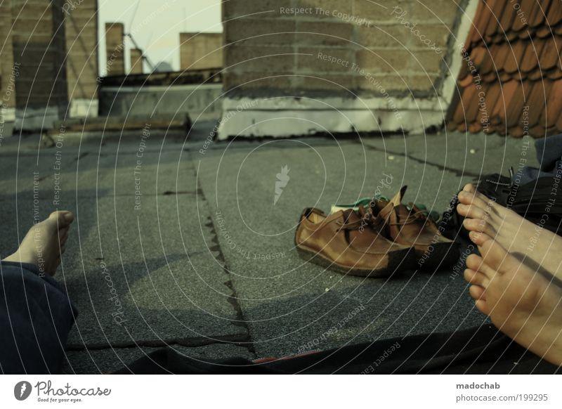 Fußfetischist ruhig Erholung Leben Freiheit Architektur Fuß Freundschaft Zufriedenheit Freizeit & Hobby Zusammensein Dach Idylle Gelassenheit Lebensfreude Wohlgefühl Leichtigkeit