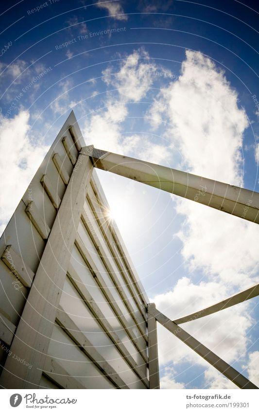 Alles nur Fassade Himmel blau weiß Sommer Wolken Architektur Holz Schilder & Markierungen groß Wachstum Hinweisschild Baustelle Kommunizieren Zeichen Schönes Wetter Werbung