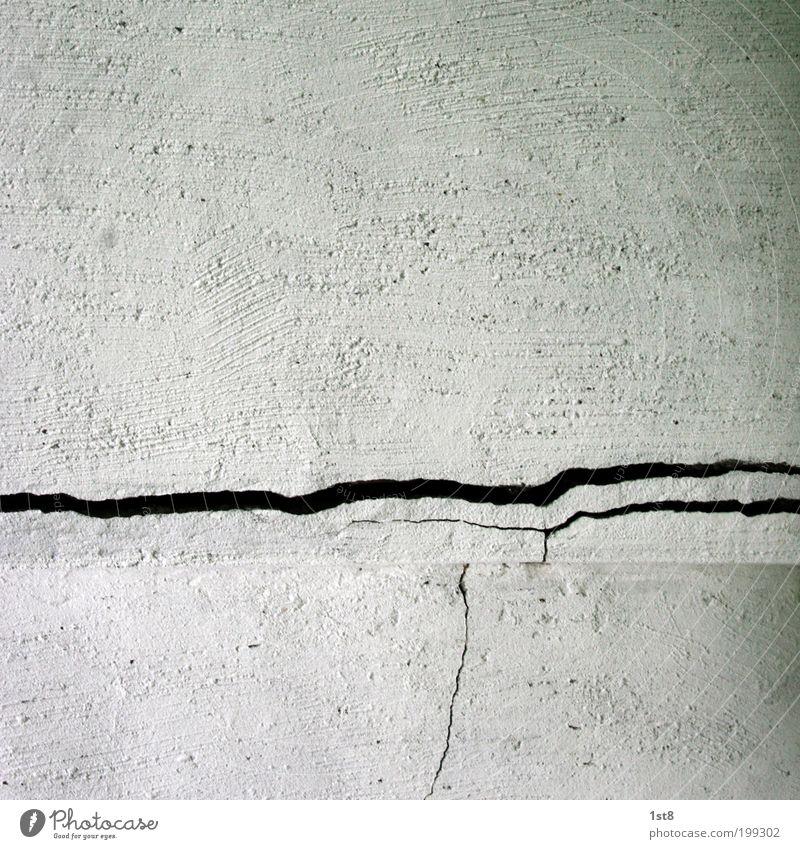 start des eingemauerten ufos alt Haus Wand Architektur Gebäude Mauer Stein Fassade trist Beton geheimnisvoll Bauwerk Riss Ruine Putz UFO