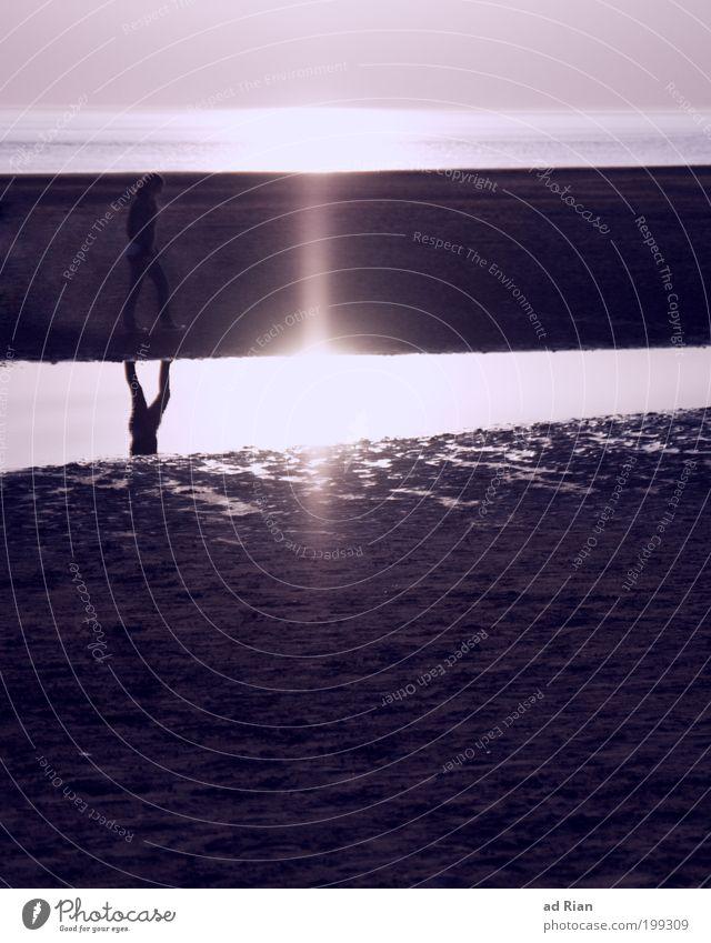 gedankengang Frau Mensch Himmel Natur Wasser Sonne Ferien & Urlaub & Reisen Meer Strand Erwachsene Einsamkeit Ferne Erholung Freiheit Wärme Denken