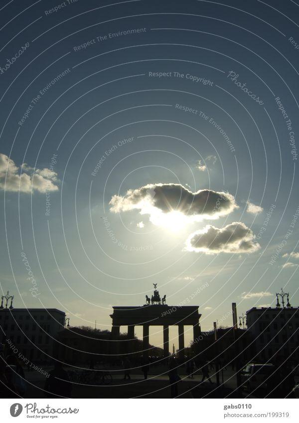 Berlin Berlin (#50) Himmel Sonne blau Ferien & Urlaub & Reisen schwarz Wolken Berlin Deutschland Tourismus Reisefotografie beobachten Euro Brandenburger Tor Unter den Linden Pariser Platz