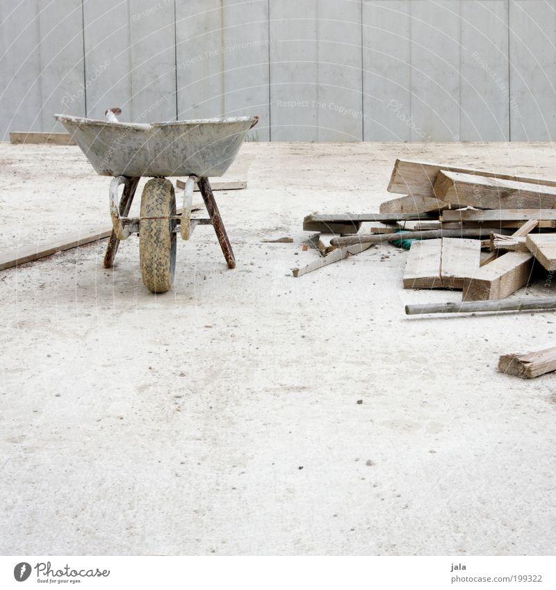 Bob's Baustelle Arbeit & Erwerbstätigkeit Handwerker Arbeitsplatz Unternehmen Feierabend bauen grau Schubkarre Beton Werkzeug Holzbrett Material Arbeitsgeräte