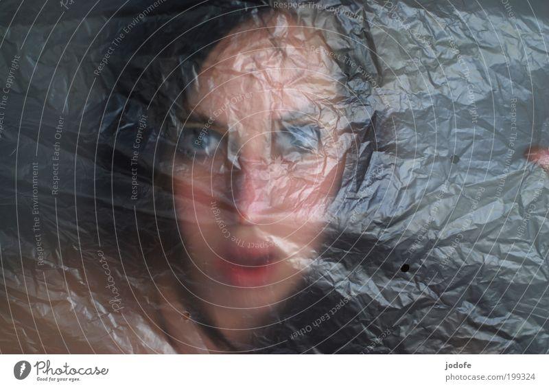 SOS Frau Mensch Jugendliche Gesicht Einsamkeit feminin Angst Erwachsene gefährlich Porträt schreien Falte trashig Kunststoff Verzweiflung skurril