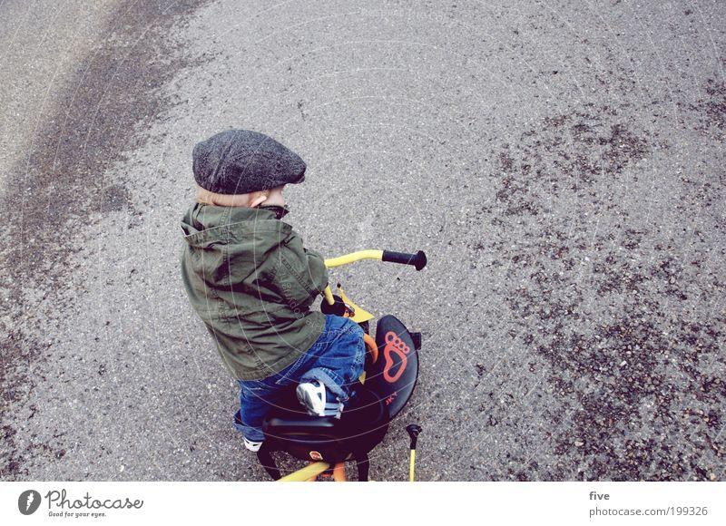 und weiter gehts... Freizeit & Hobby Spielen Mensch maskulin Kind Kleinkind Junge Kindheit 1 1-3 Jahre Straße Fahrrad Dreirad Hut Mütze fahren frech Freude