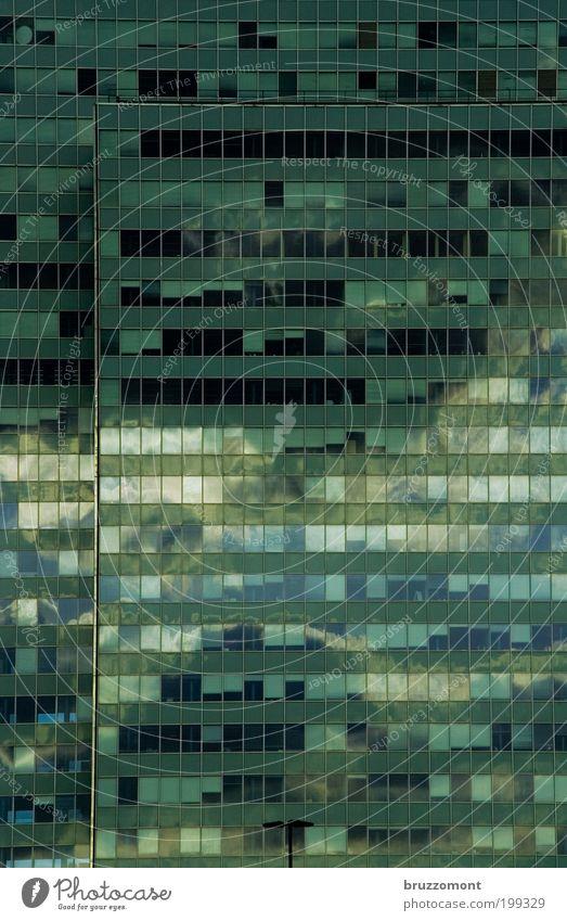 Spieglein, Spieglein Wetter Düsseldorf Haus Hochhaus Architektur Bürogebäude Wahrzeichen Thyssen Hochhaus grün ästhetisch Macht Stadt Fenster