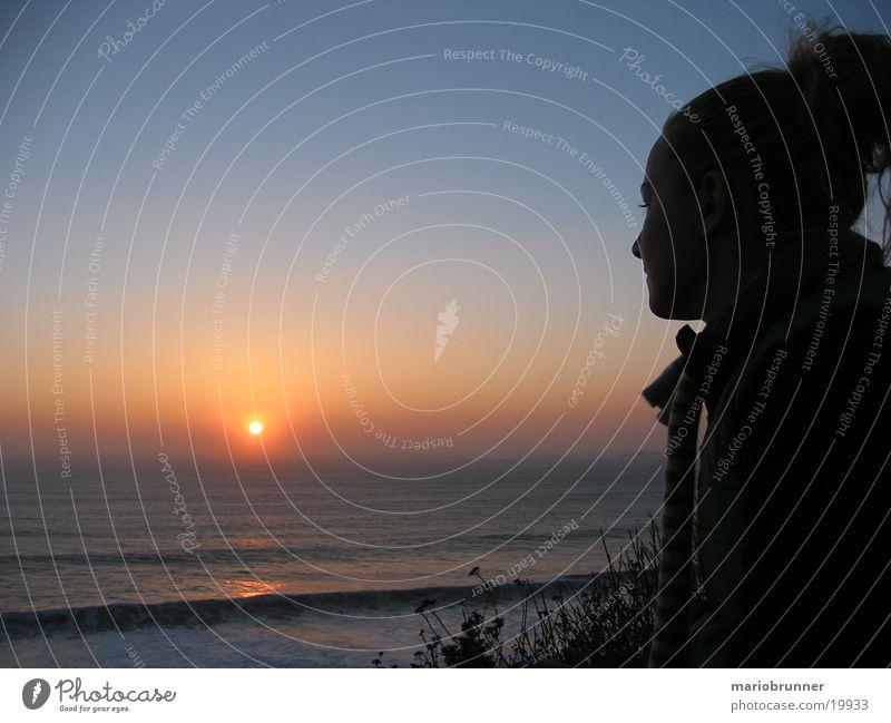 highway_no1_sunset Frau Jugendliche Himmel Sonne Meer blau rot Ferien & Urlaub & Reisen ruhig träumen Küste Erwachsene Horizont Tourismus Romantik Aussicht
