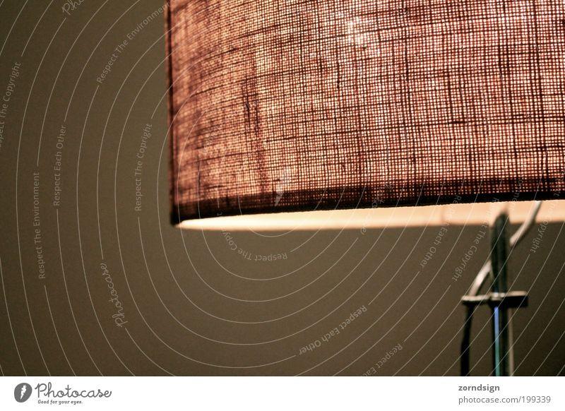 Stehlampe Wohnung Lampe Wohnzimmer retro Beleuchtung Licht Lampenschirm Lounge Muster Farbfoto Gedeckte Farben Innenaufnahme Textfreiraum unten