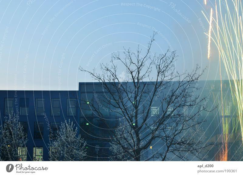 Kabinenparty blau Stadt Baum Ferien & Urlaub & Reisen Haus gelb kalt Spielen Gefühle Stimmung Feste & Feiern Kraft Freizeit & Hobby Fassade ästhetisch Lifestyle