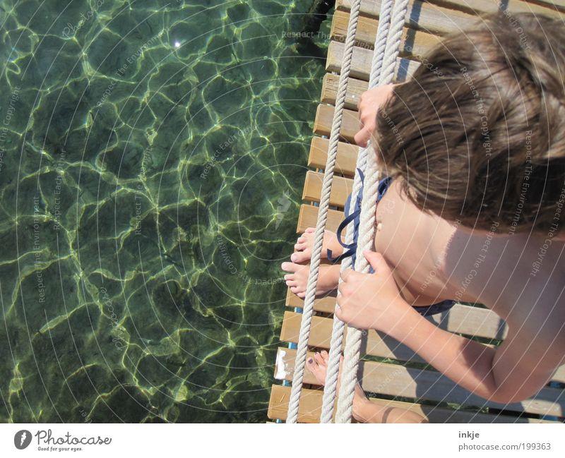 Zeit ist was Schönes. Meerwasserblicke auch! Mensch Kind Wasser Ferien & Urlaub & Reisen Sommer Meer Leben Junge Holz Wärme Haare & Frisuren Fuß Kindheit natürlich maskulin Seil