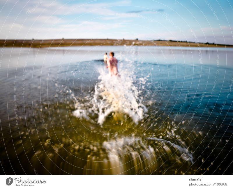 heima Mensch Wasser Sommer Freude Ferien & Urlaub & Reisen Erholung Glück See Stimmung Wassertropfen rennen Lifestyle Aktion retro Romantik